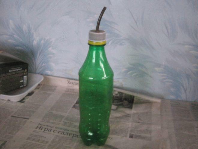 бутылка с трубкой для полива