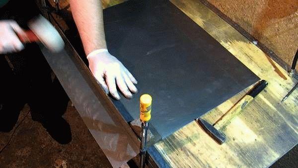 металлический лист и инструменты