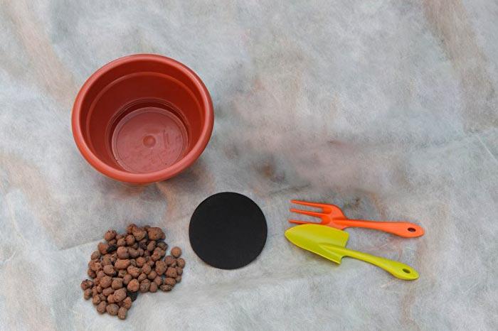 керамзит и горшок